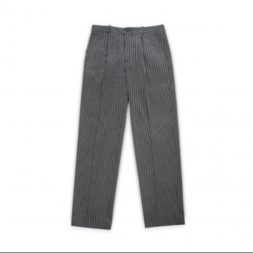 Pantalón de pana abrochado patronaje antiguo
