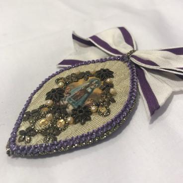 Broche con perlas Virgen Desamparados