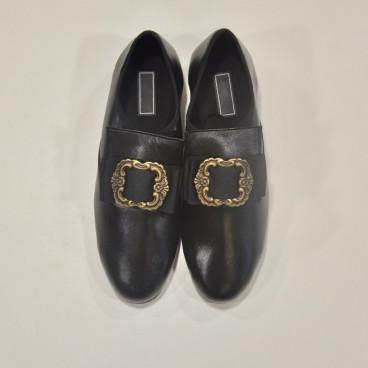 Zapato de época con lengüeta