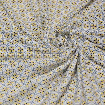 Pañuelo blanco con motivos amarillos