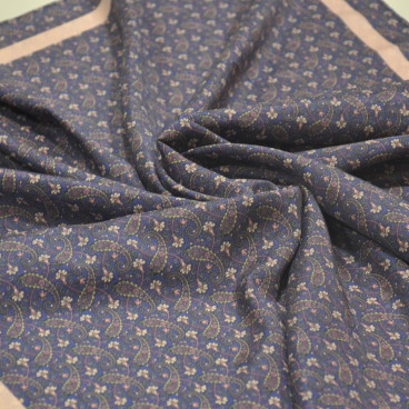 Pañuelo morado de seda