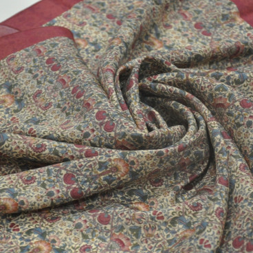 Pañuelo rojo granate de seda