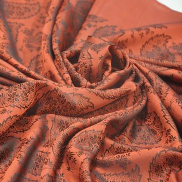 Pañuelo seda espolinada azul con rosas en rojo