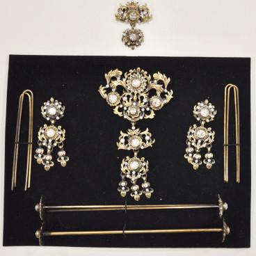Aderezo de tres oro viejo y cristales